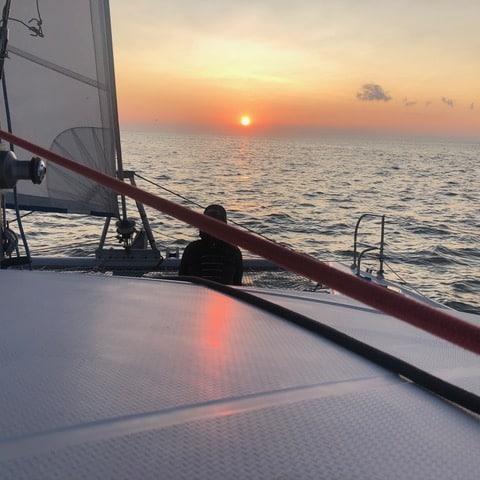 Coucher de soleil à bord : balade nautique uniquedu catamaran